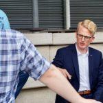 Michael Sprink im Gespräch mit Parteigenoss:innen